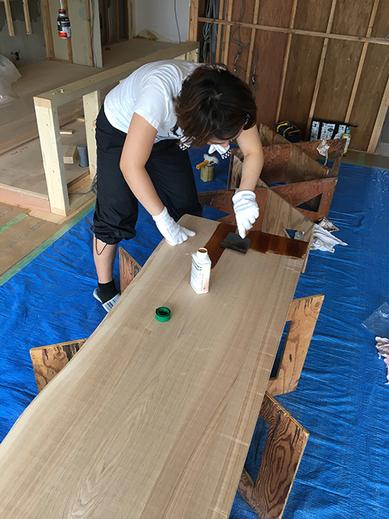 ネットで塗料を取り寄せ、ネットで施工方法を調べ、おっかなびっくりで作業を開始!
