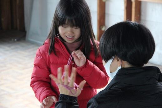 子供にとっては      退屈な時間ですよね      設計の山本さんが      お子様と仲良く遊んでいました            家づくりにおいて      この時間も大切だと      私は考えています