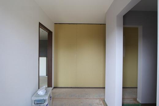 最後に、こちらの写真は      玄関を開け中に入った時のアングル      左側は土間収納です      正面の壁には      天野左官様が      タイルを貼ってくれます      仕上がりが待ち遠しいです
