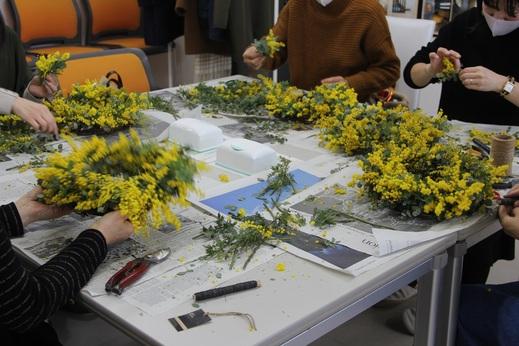 ミモザは映えますね!      旬の生花に触れて      暮らしの空間を彩る          定期的に企画しているイベントです      またの機会に是非ともご参加      いただければと思います