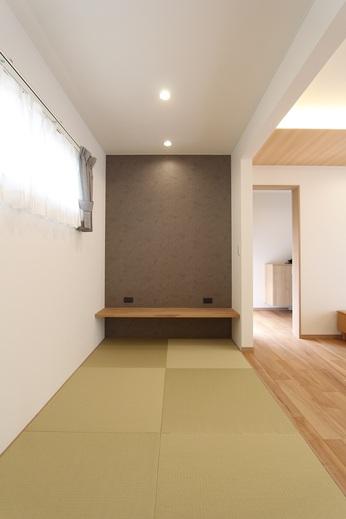 畳コーナーには      壁にアクセントと      カウンターコーナーがあります      バリヤフリーなので      使い方も幅も広がります