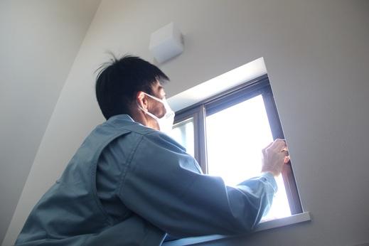 住まいの不満について調べた      あるアンケートによると      上位を占めている項目は      いずれも『窓』が原因の      ひとつとなっています          家を建てるときにきちんと考えて      窓を選ばなかった結果      住み始めてからの悩みに      なってしまっているのです