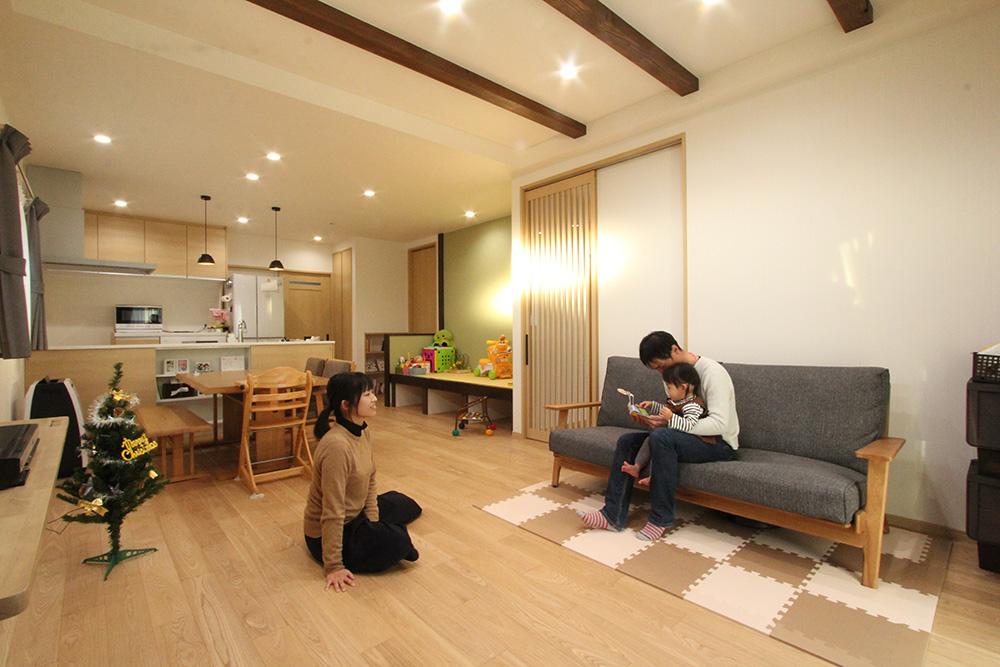 広々玄関と土間収納のある家