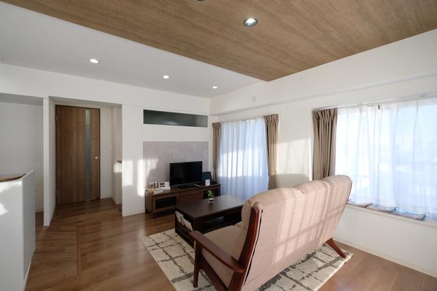 家具・カーテン・照明・エアコン付のリビング