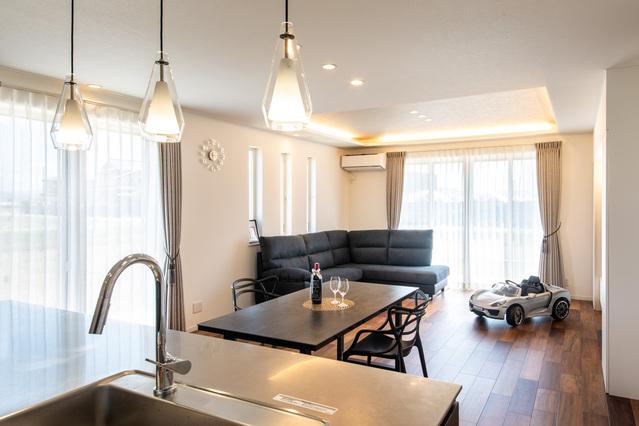 ゆとりある空間と家事ラク動線が魅力のデザイン住宅